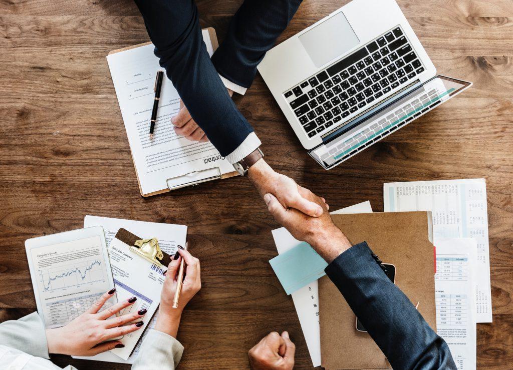 Antecipação de recebíveis com lastro em contratos e pedidos formais de clientes