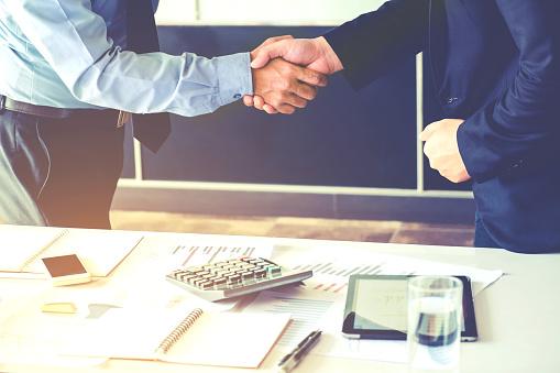 FIDCs expandem atuação como alternativa a linhas de crédito tradicionais Conheça as principais vantagens de negociar com um Fundo de Investimentos em Direitos Creditórios (FIDCs) e descubra se este é o melhor negócio para a sua empresa